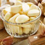 أهم فوائد تناول فص من الثوم يومياً على الريق